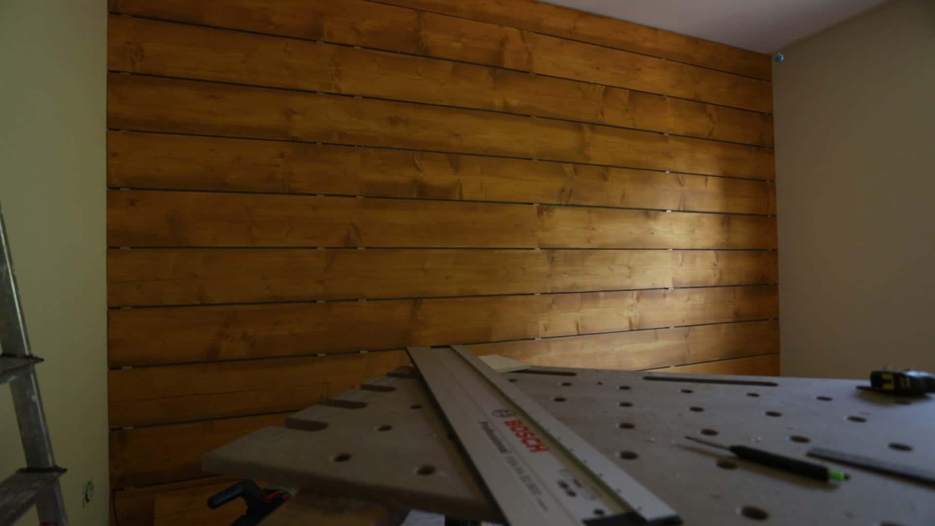 Meuble Avec Planche De Coffrage une décoration bon marché avec du bois de coffrage et de la